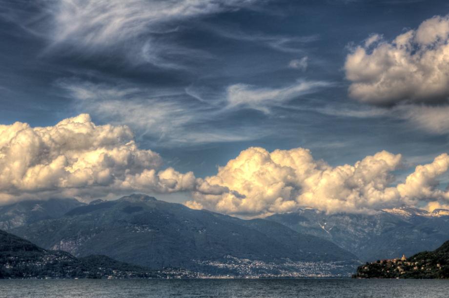 Immagine Nuvole sul lago